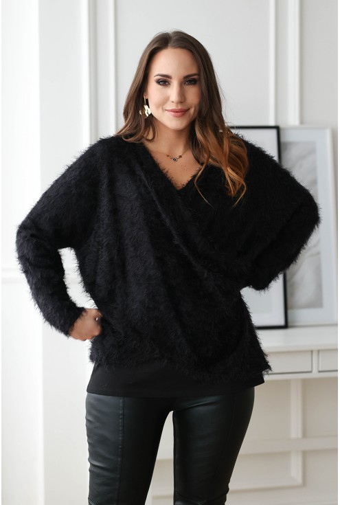 czarny sweter z kopertowym dekoltem duże rozmiary