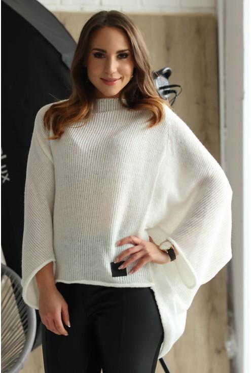 Ecru sweterek z obniżoną linią ramion