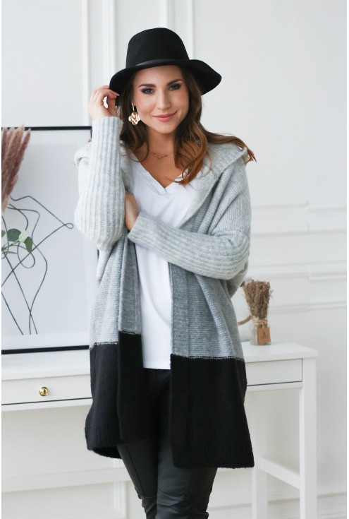 modny sweter z kapturem