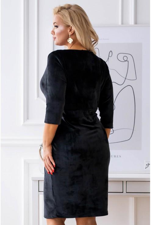 tył czarnej sukienki welurowej xxl