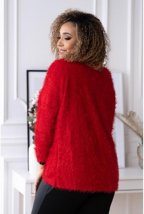 tył czerwonego sweterka plus size