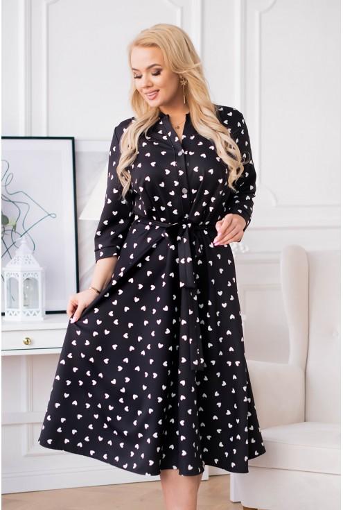 czarna sukienka w serduszka rosie plus size