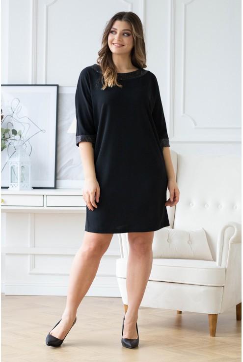 czarna sukienka z połyskującym dekoltem xxl