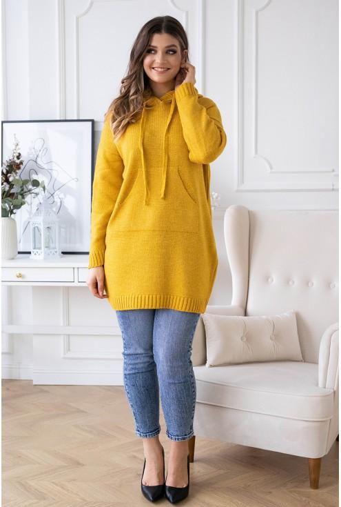 przód miodowego swetra plus size