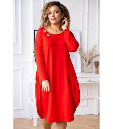 Czerwona sukienka z ozdobnymi kółkami - Vogue