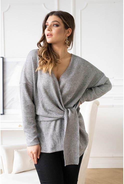 Szary sweter ze srebrną nitką
