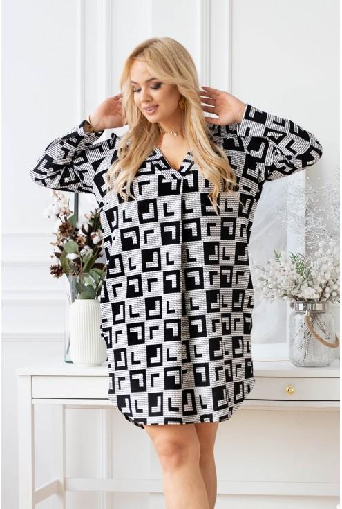 czarobiała sukienka plus size
