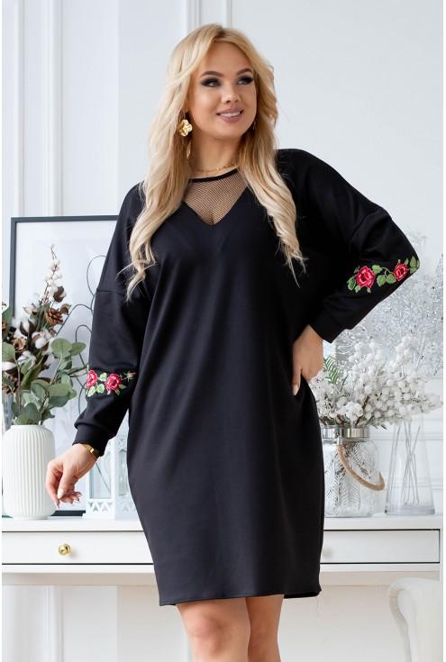 sukienka z ozdobnymi naszywkami