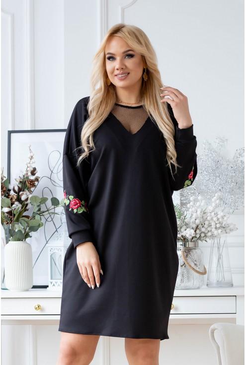 Czarna sukienka z siateczką przy dekolcie