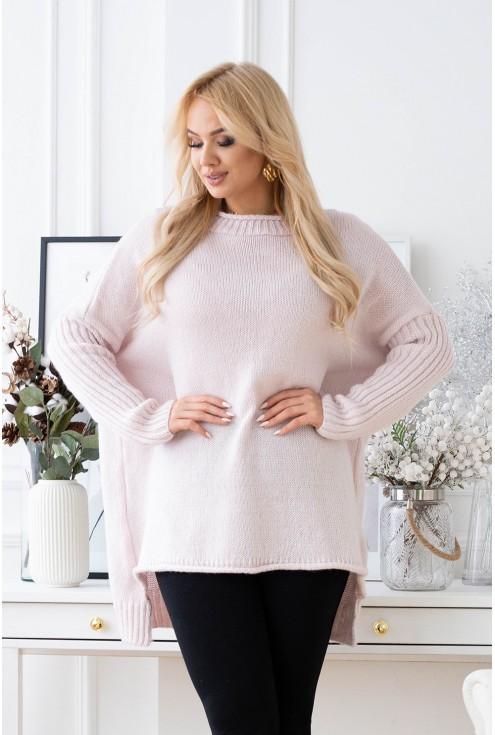 Pudrowo-różowy sweter z obniżoną linią ramion