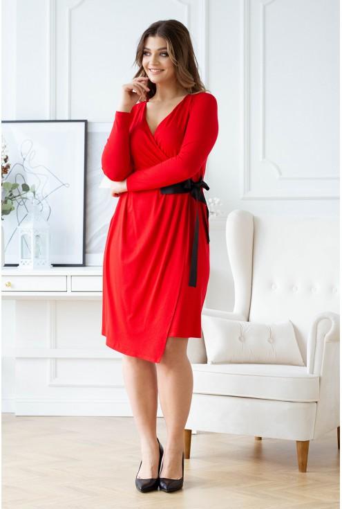 czerwona sukienka z wiązaniem w talii