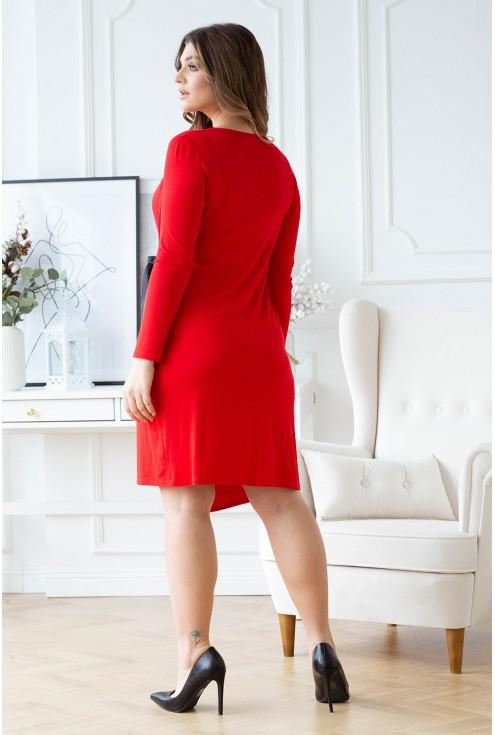 Tył czerwonej sukienki plus size