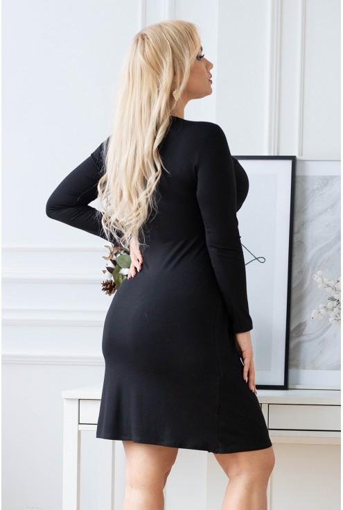 Tył czarnej sukienki