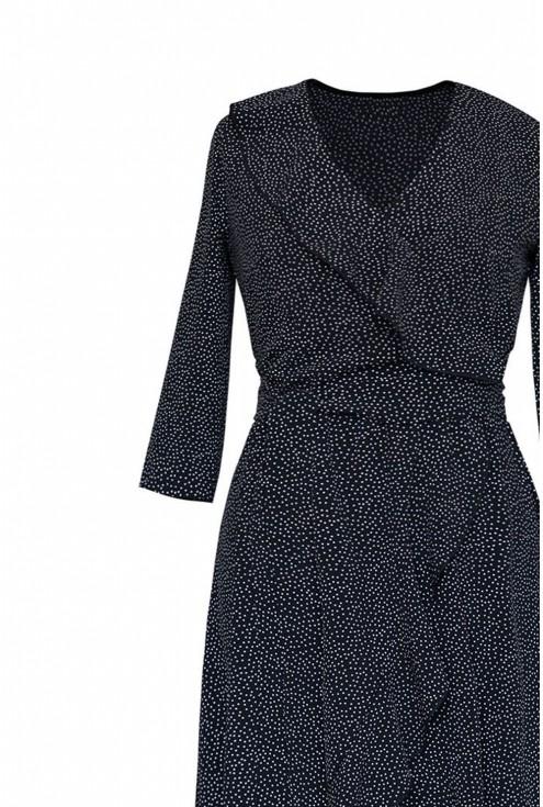 sukienka plus size asymetryczna w kolorze czarnym plus białe kropki