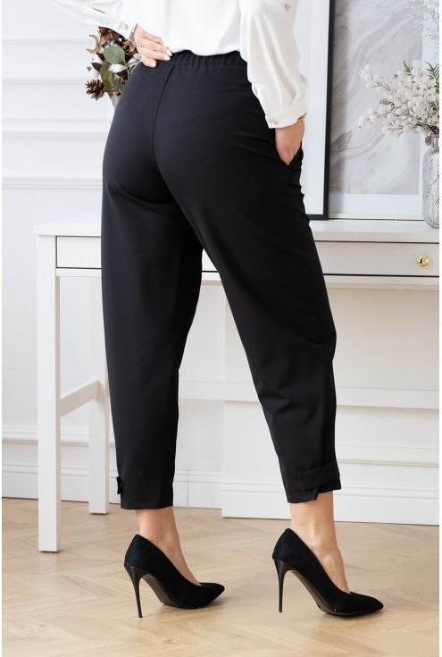 Tył czarnych eleganckich spodni