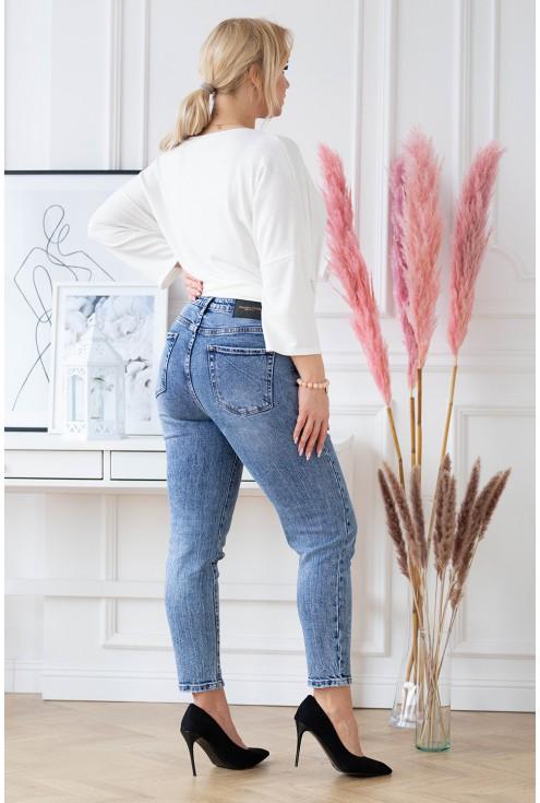 Przecierane niebieskie spodnie Mom Jeans