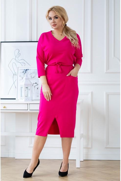 Różowa dresowa ołówkowa sukienka plus size - ROSMARY