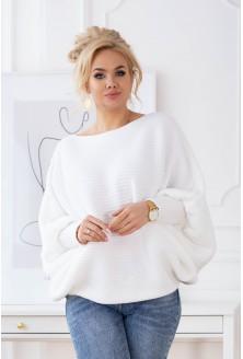 biały sweter z obniżoną linią ramion