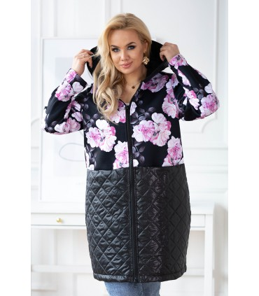 Czarna bluzo-kurtka plus size w pudrowe kwiaty z łączonych materiałów - JOLLY