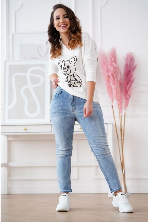 biała bluzka w większym rozmiarze