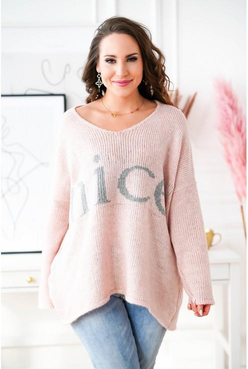 sweter oversize z modnym napisem