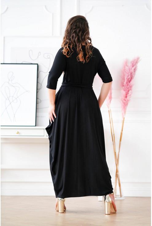 tył czarnej sukienki plus size