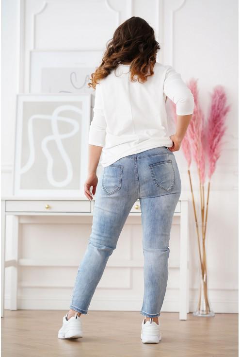 tył jasnych jeansów Nataly plus size