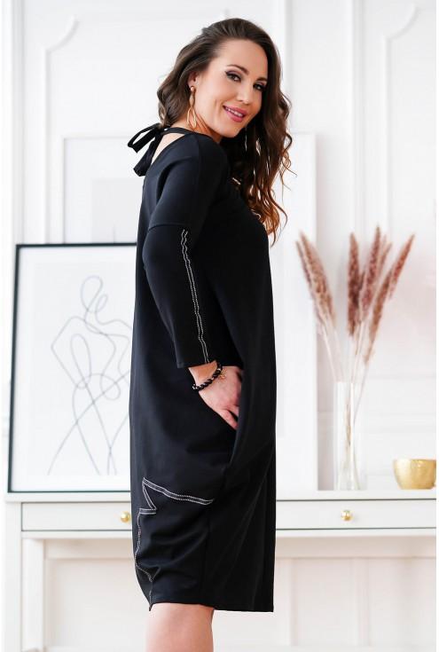 czarna sukienka z wiązaniem na plecach
