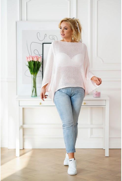 różowy sweterek z obniżoną linią ramion