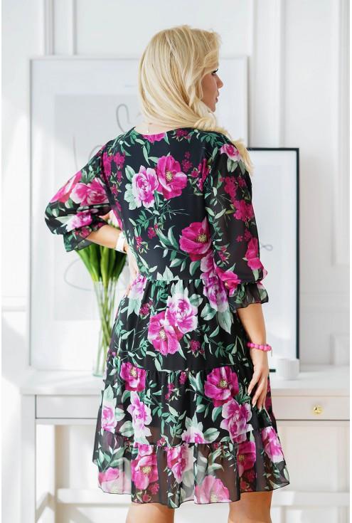tył czarnej sukienki plus size w modny wzór