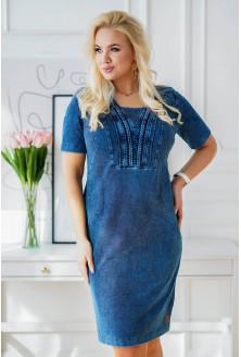 granatowa sukienka plus size z warkoczami przy dekolcie