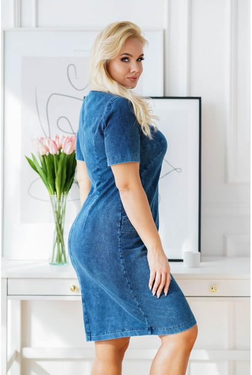 granatowa sukienka plus size  z materiału imitującego jeans