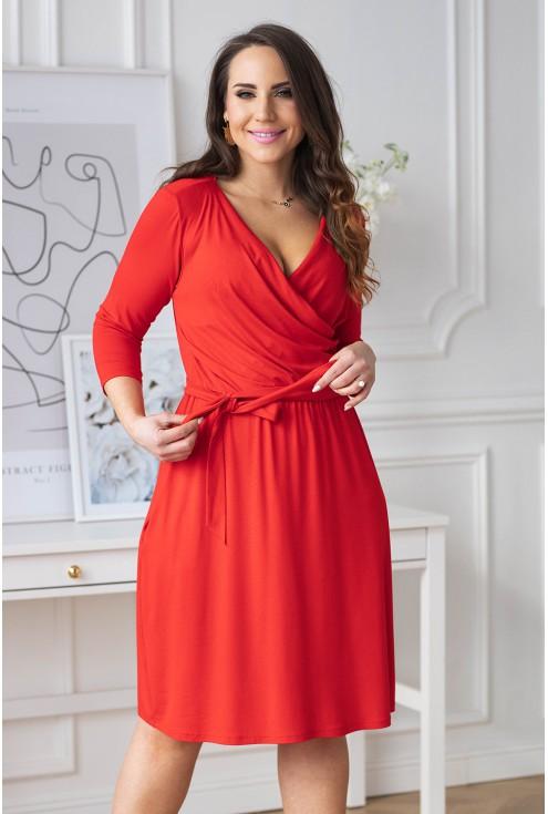 Czerwona sukienka z kopertowym dekoltem