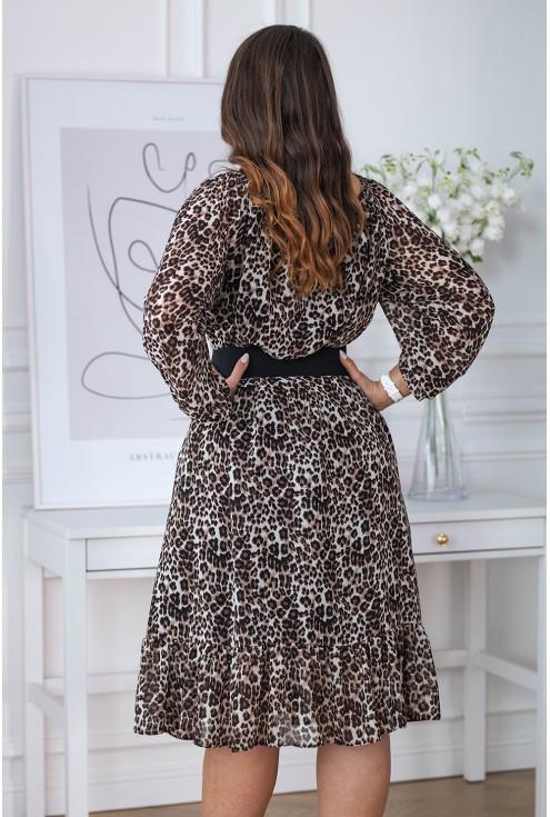 tył oversizowej sukienki motyw panterki