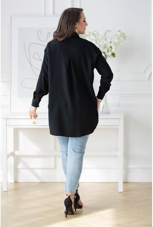 tył czarnej koszuli