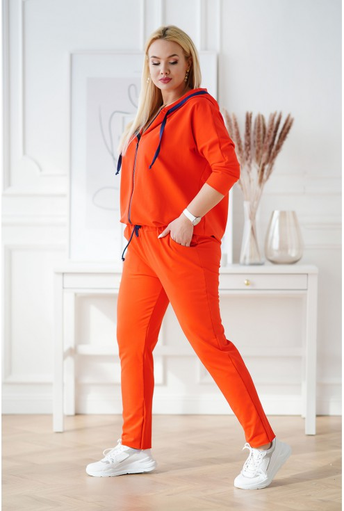 bok pomarańczowego dresu plus size