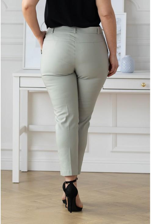 tył oliwkowych spodni plus size