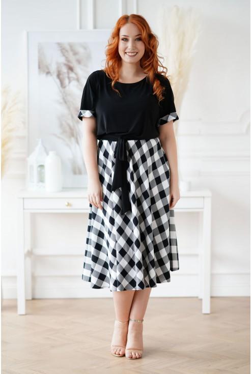 Czarna sukienka plus size Lucena