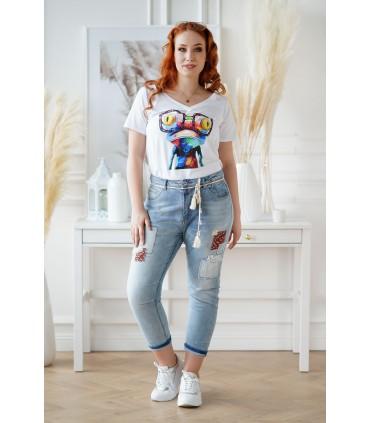 Jasne jeansy plus size z łatkami i materiałowym paskiem - BRISA