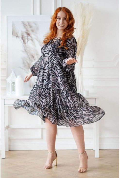 czarna sukienka w beżowy wzór zebry