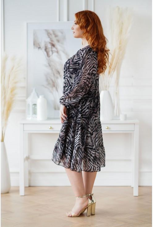 czarna sukienka plus size z falbanami