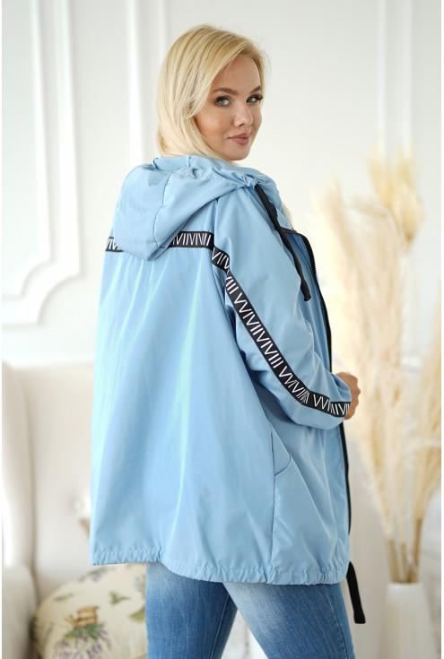 tył jasnoniebieskiej kurtki plus size