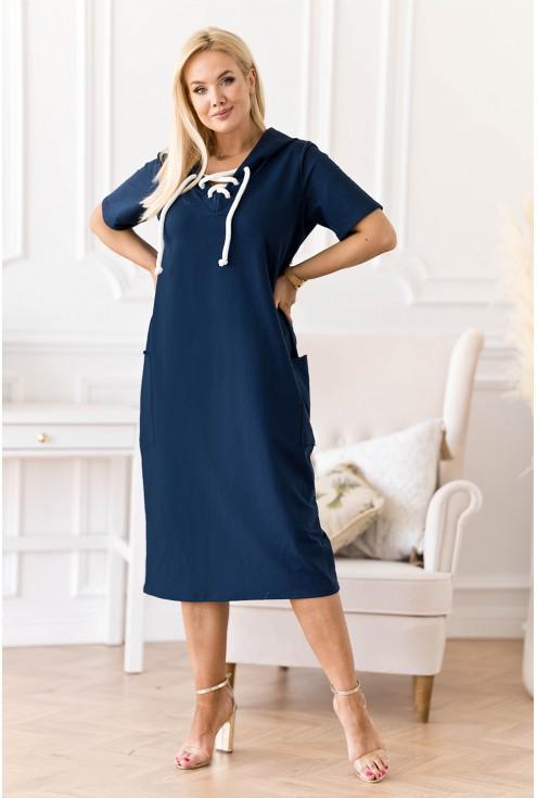 granatowa sukienka plus size