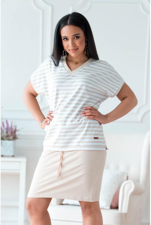 bluzka w paski z beżową spódnicą