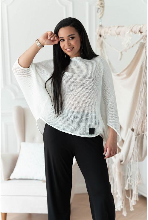 biały sweterek w dużych rozmiarach