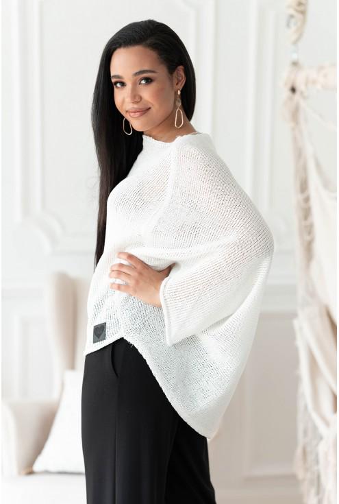 biały sweterek Camila z naszywką
