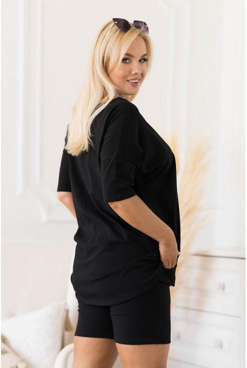 czarna bluzka i krótkie spodenki Naya