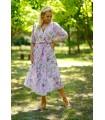 Pudrowa sukienka maxi w jasnoróżowe kwiaty z kopertowym dekoltem - ADELA