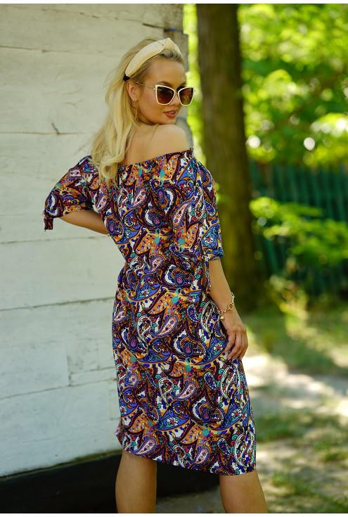 Sukienka w orientalny wzór plus size