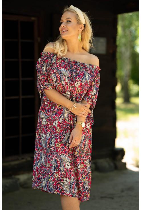 różowa sukienka z orientalnym wzorem